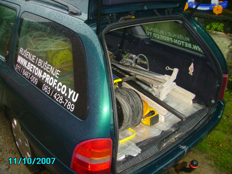 Automobil za prevoz alata